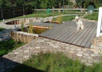 Gartenanlage mit Robinien Pflaster