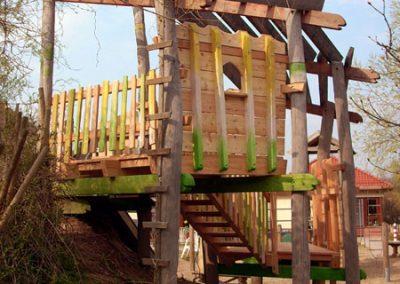 Dornröschen Versteck aus entsplintetem Robinienholz
