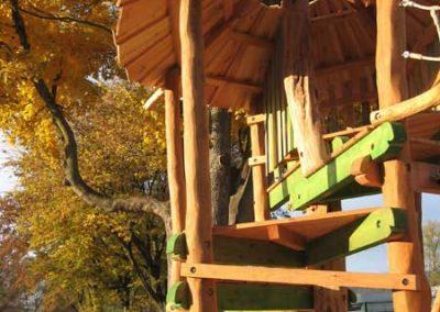 Dschungelhaus aus entsplintetem Robinien-Holz