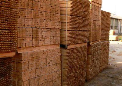 Vierkant-Pfähle aus Robinienholz
